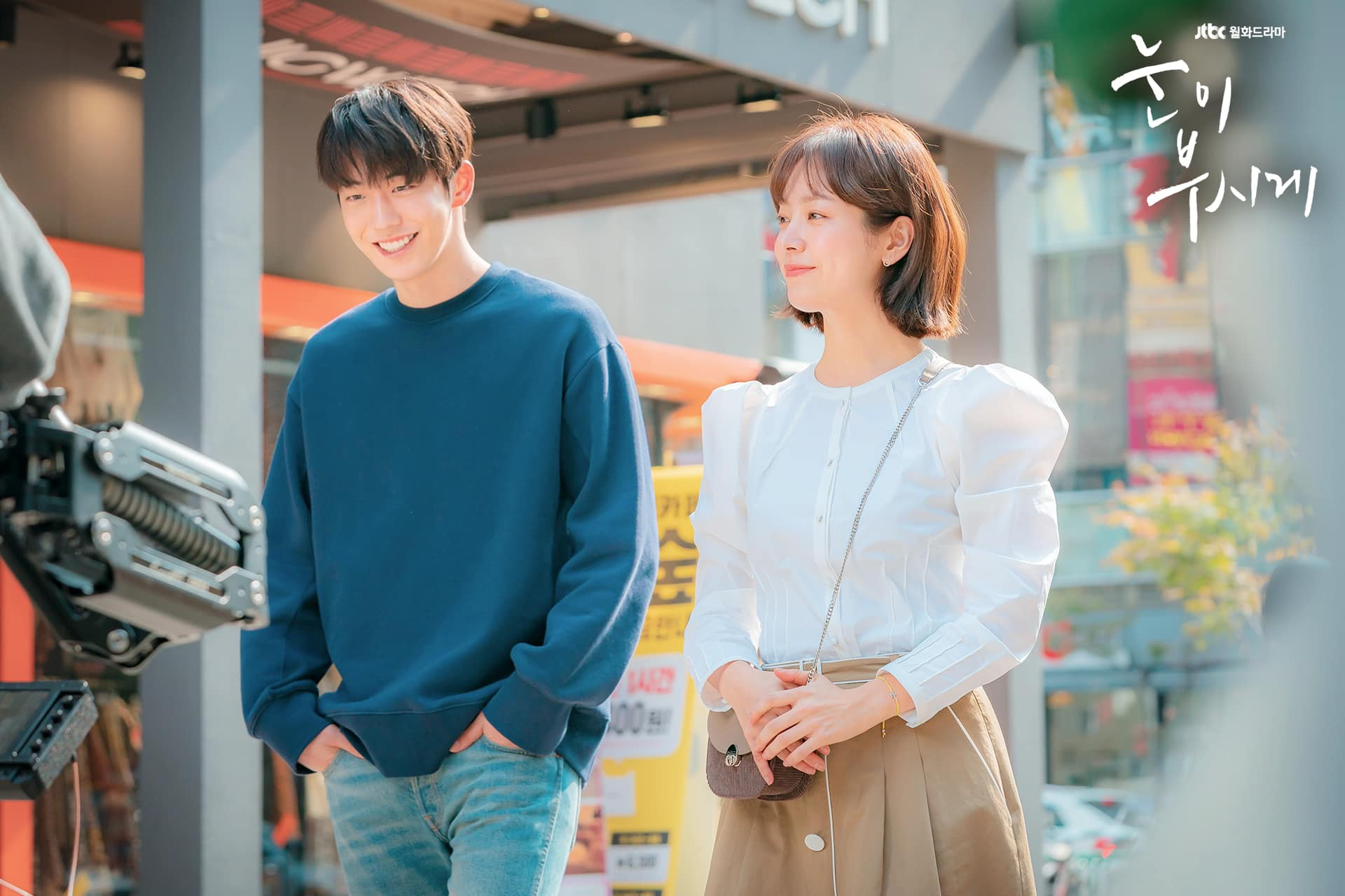 Chênh lệch chiều cao giữa Han Ji Min và Nam Joo Hyuk trong hậu trường phim  mới tiếp tục gây chú ý
