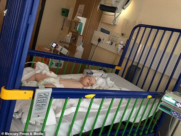 Thấy con ngủ li bì sau khi bị cảm, người mẹ không chút nghi ngờ, nào ngờ tiếng ho của bé đã tiết lộ sự thật đáng sợ đằng sau đấy - Ảnh 3.