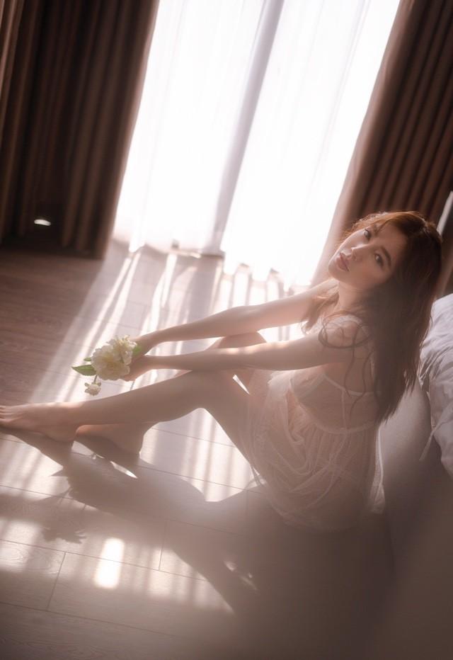 Elly Trần tung bộ ảnh bổ mắt bậc nhất trước ngày tái xuất showbiz sau 5 năm sinh nở, làm mẹ - Ảnh 2.