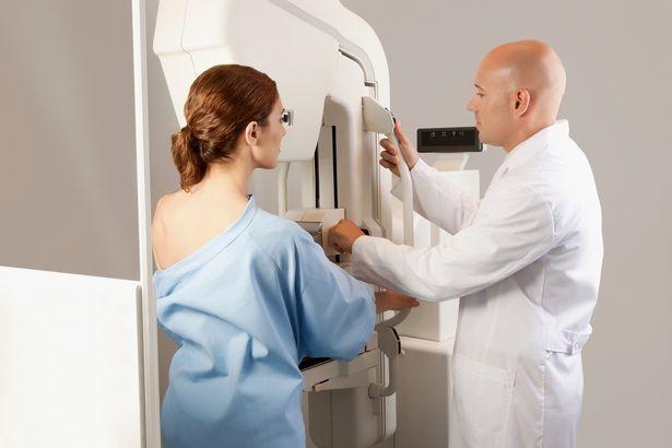 Bác sĩ chỉ ra những dấu hiệu trên cơ thể cảnh báo nguy cơ ung thư vú mà chị em nào cũng cần cảnh giác - Ảnh 1.