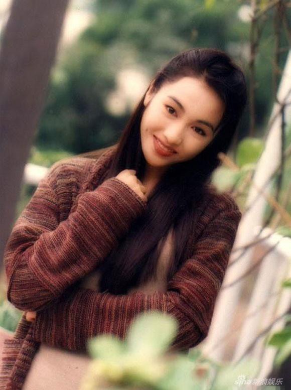 """Bỏ sự nghiệp cưới chồng già, Lê Tư từng khiến công chúng tiếc nuối nhưng giờ thành bà hoàng, """"ăn đứt"""" Hoa đán TVB cùng thời - Ảnh 1."""