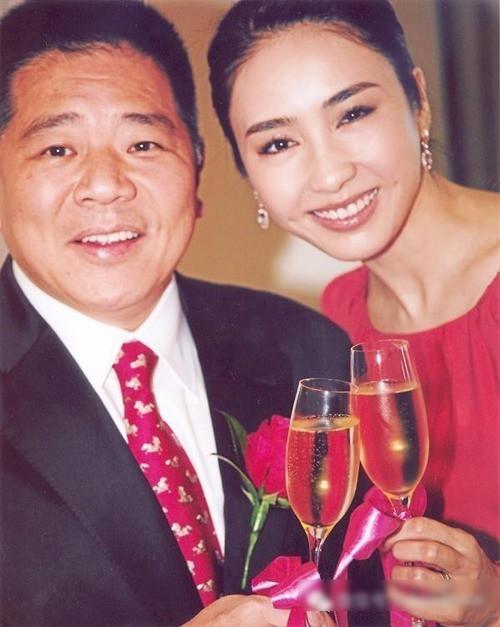 """Bỏ sự nghiệp cưới chồng già, Lê Tư từng khiến công chúng tiếc nuối nhưng giờ thành bà hoàng, """"ăn đứt"""" Hoa đán TVB cùng thời - Ảnh 3."""