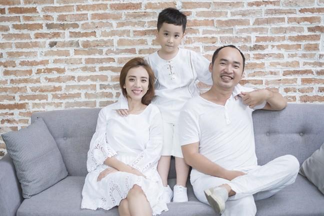 Tiến Luật: Tôi làm Thu Trang khóc nhiều lần, vợ mua cho đồng hồ 55 triệu tôi cũng quăng mất vì ham vui  - Ảnh 3.