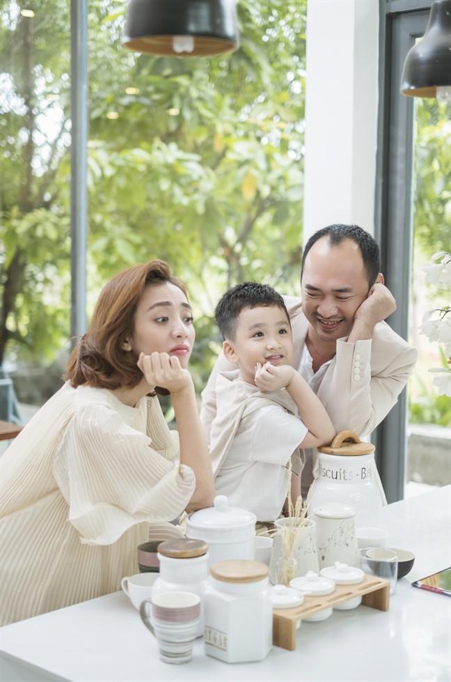 Tiến Luật: Tôi làm Thu Trang khóc nhiều lần, vợ mua cho đồng hồ 55 triệu tôi cũng quăng mất vì ham vui  - Ảnh 8.