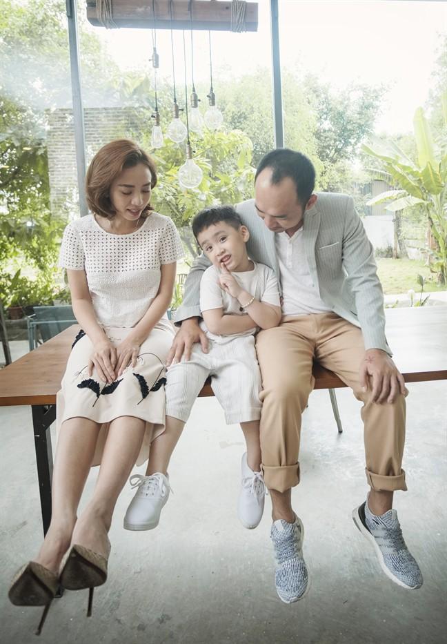 Tiến Luật: Tôi làm Thu Trang khóc nhiều lần, vợ mua cho đồng hồ 55 triệu tôi cũng quăng mất vì ham vui  - Ảnh 2.