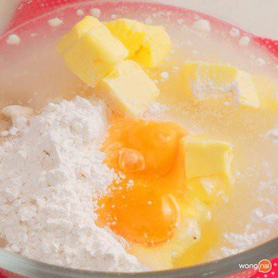 Bánh mỳ sầu riêng thơm ngon nức mũi không ai có thể chối từ - Ảnh 1.