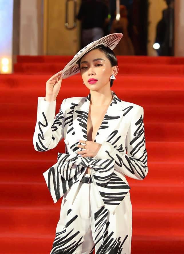 Cống Hiến 2019: Đỗ Mỹ Linh muối mặt vì gọi nhầm Hà Anh Tuấn thành nữ ca sĩ - Ảnh 4.