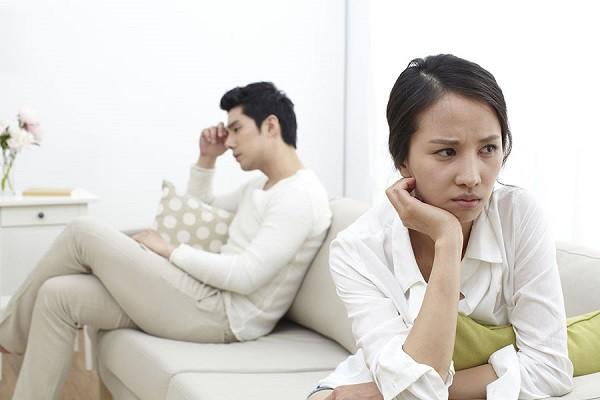 Dù trước đó không chịu nổi vợ và cứng rắn phải ly hôn, nhưng ngày ra tòa, vợ nói một câu khiến tôi đắng lòng và quyết định rút đơn - Ảnh 1.