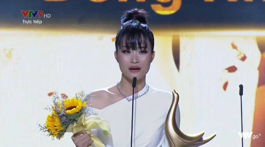 Cống Hiến 2019: Đỗ Mỹ Linh muối mặt vì gọi nhầm Hà Anh Tuấn thành nữ ca sĩ - Ảnh 3.