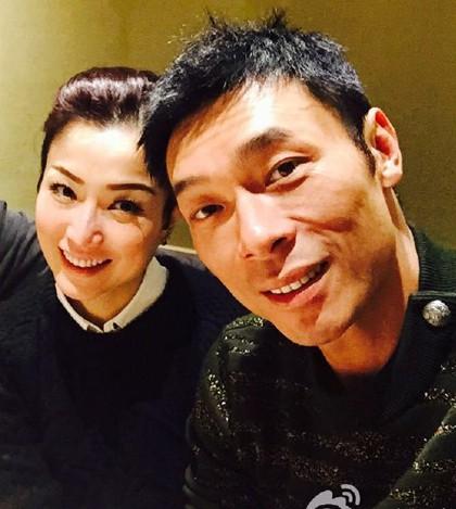 Vụ ngoại tình chấn động TVB: Toàn cảnh buổi xin lỗi của Hứa Chí An, cúi gập người khóc lóc thừa nhận vụng trộm với Á hậu Hong Kong - Ảnh 5.