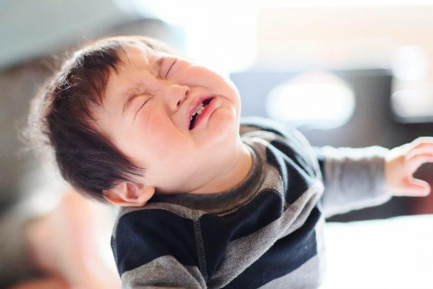 Thấu hiểu con để dập tắt những cơn mè nheo, ỉ ôi, khóc lóc - Việc cha mẹ tưởng khó mà hóa ra lại dễ vô cùng - Ảnh 2.
