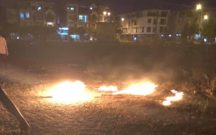 """Đôi nam nữ nghi dùng xăng thiêu, bốc cháy như """"ngọn đuốc sống"""" giữa Sài Gòn"""