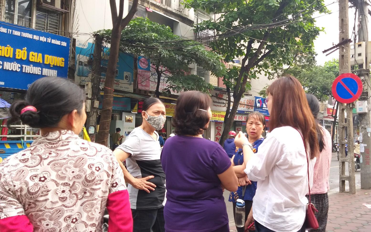 Hà Nội: Vừa rời khỏi nhà, người phụ nữ tử vong bất thường cạnh chiếc xe máy