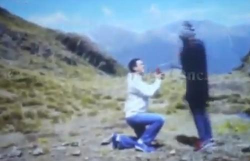 Muôn kiểu tỏ tình của sao Vbiz: Người cướp sóng truyền hình, người lên tận đỉnh núi nói lời trăm năm - Ảnh 2.