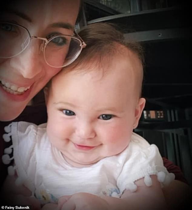Ai chống lại vắc-xin, đeo biển báo để tôi tránh xa!:  Chỉ trích gay gắt của bà mẹ có con lây bệnh sởi được rất nhiều người đồng tình - Ảnh 2.