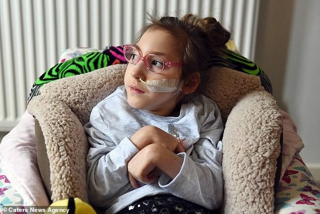 Sinh ra đã khuyết thiếu bộ phận quan trọng trên cơ thể, bất chấp lời cảnh báo của bác sĩ bé gái này đã làm được điều kì tích sau 6 năm khiến ai nấy đều sửng sốt - Ảnh 6.