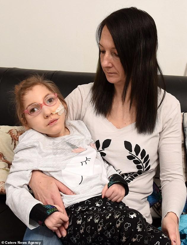 Sinh ra đã khuyết thiếu bộ phận quan trọng trên cơ thể, bất chấp lời cảnh báo của bác sĩ bé gái này đã làm được điều kì tích sau 6 năm khiến ai nấy đều sửng sốt - Ảnh 1.
