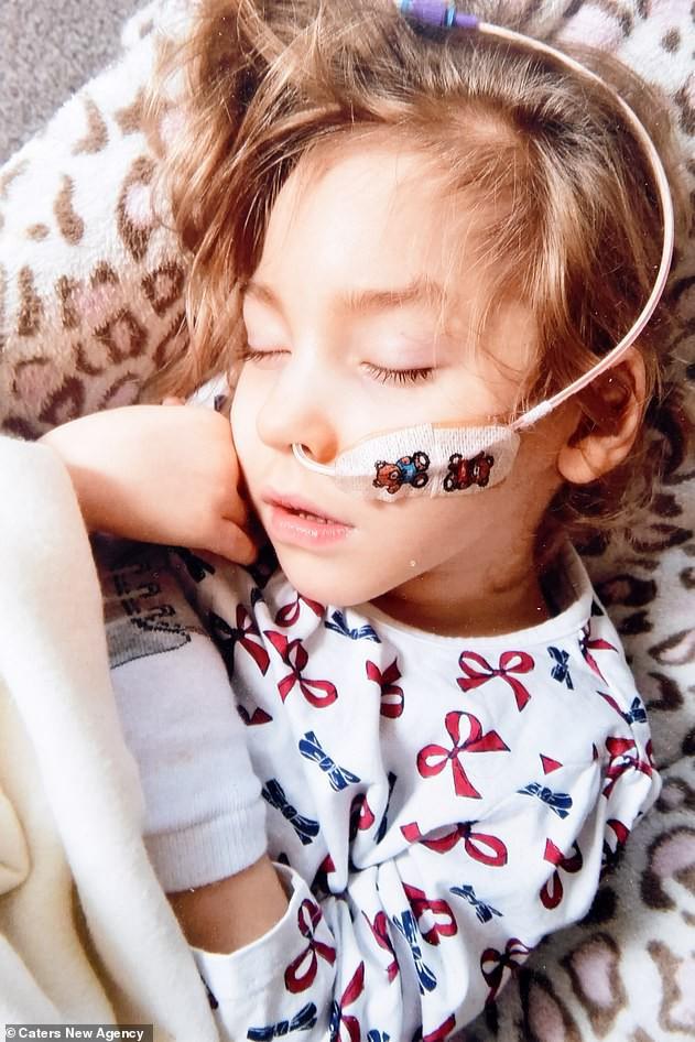 Sinh ra đã khuyết thiếu bộ phận quan trọng trên cơ thể, bất chấp lời cảnh báo của bác sĩ bé gái này đã làm được điều kì tích sau 6 năm khiến ai nấy đều sửng sốt - Ảnh 7.