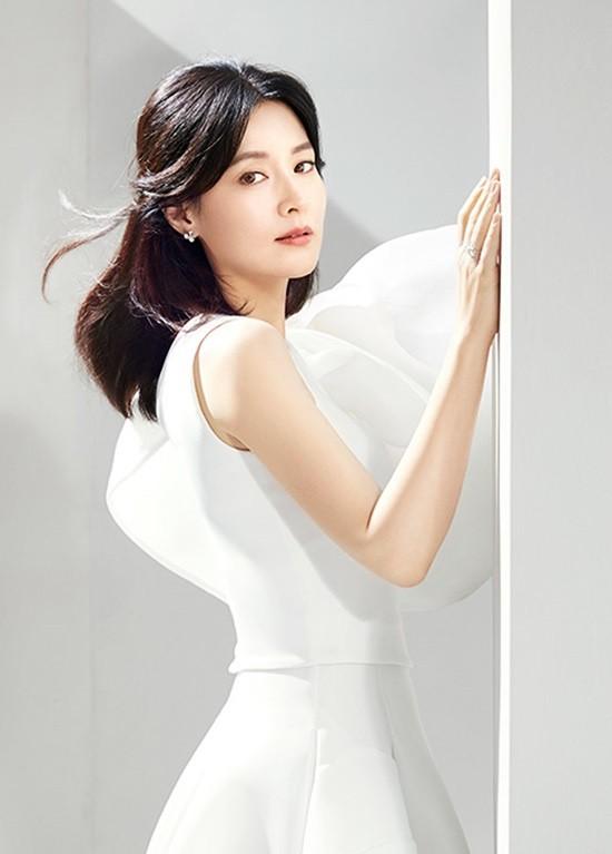 Ở tuổi 48, giai nhân Lee Young Ae vẫn sở hữu dáng nuột eo thon nhờ những bí quyết này - Ảnh 2.