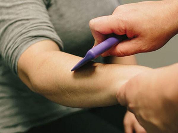 Kỹ thuật Graston có thể giúp điều trị và giảm đau các hội chứng ống cổ tay, sẹo mổ lấy thai và nhiều bệnh khác - Ảnh 5.