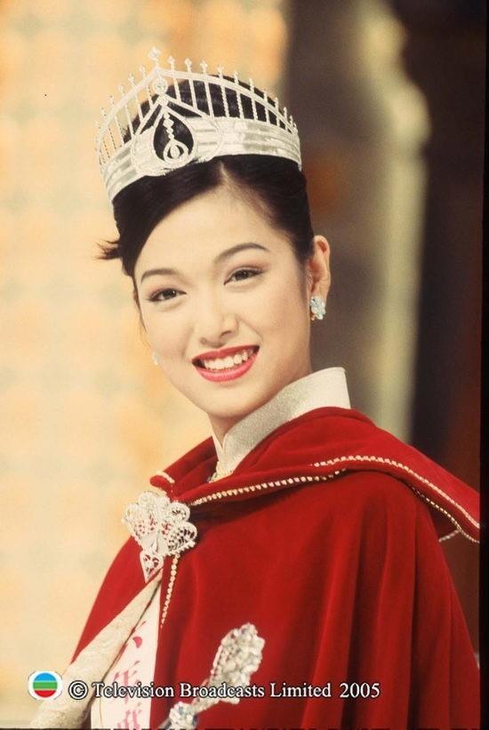 Lý San San: Hoa hậu tam nhất Hong Kong đột ngột mất tích với bệnh u não và câu trả lời vào 8 năm sau khiến mọi người bất ngờ - Ảnh 1.