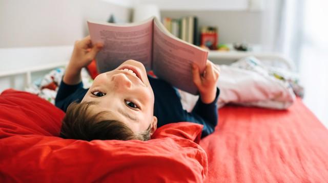 Con lười đọc sách, mẹ đã có ngay 5 bí kíp giúp con yêu thích và ham đọc ngay từ nhỏ - Ảnh 1.