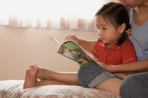 Con lười đọc sách, mẹ đã có ngay 5 bí kíp giúp con yêu thích và ham đọc ngay từ nhỏ - Ảnh 2.