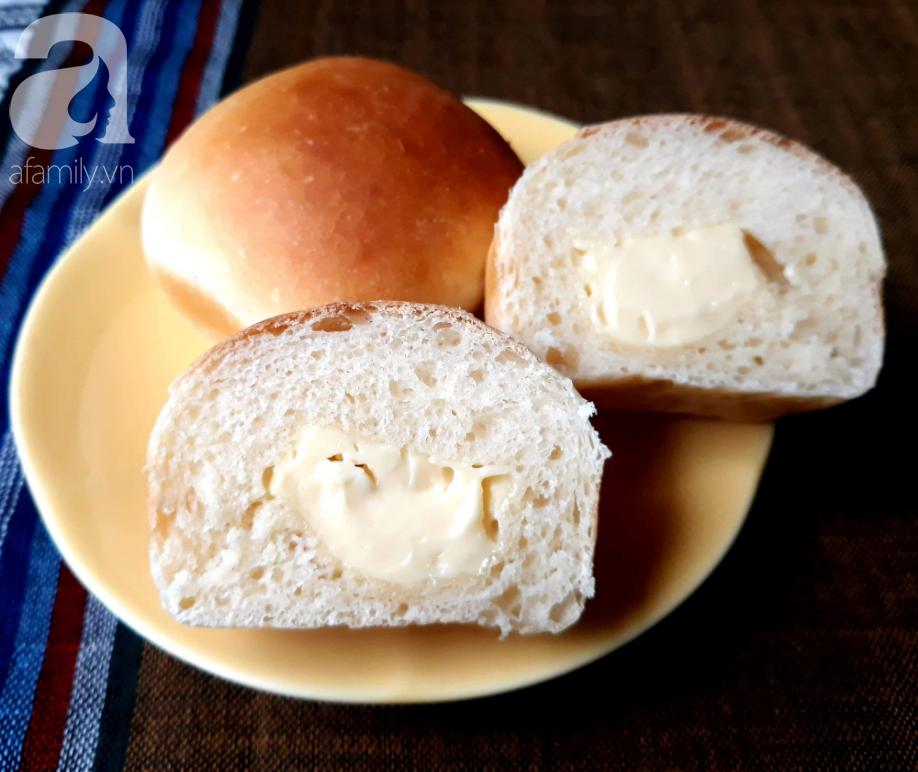 Hễ cuối tuần là con tôi đòi mẹ làm bánh mì phô mai mini cho ăn, loáng cái đã hết bay - Ảnh 6.
