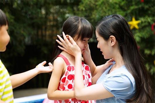 Có 4 thời điểm tuyệt đối không nên la mắng và chỉ trích trẻ, bố mẹ cần lưu ý để không ảnh hưởng đến tinh thần và sức khỏe của con - Ảnh 1.