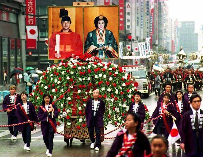 Tân Nhật hoàng Naruhito và vương phi u sầu Masako: Mối tình sét đánh, 6 năm theo đuổi, 3 lần cầu hôn và lời hứa bảo vệ em đến trọn đời - Ảnh 7.