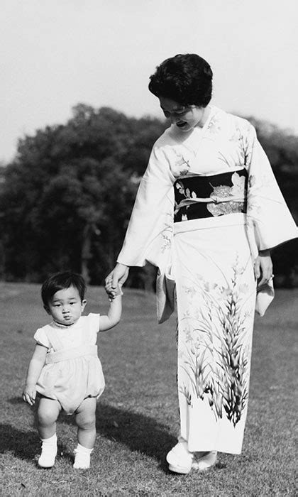 Hoàng hậu Michiko đã phá vỡ quy tắc nuôi dạy của Hoàng gia Nhật như thế nào mà khiến cả dân Nhật ngưỡng mộ và tự hào - Ảnh 2.