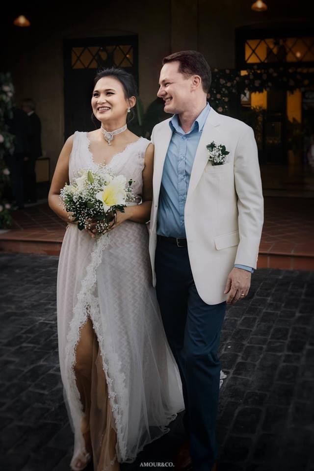 Không còn giấu giếm, chồng cũ Hồng Nhung công khai đã kết hôn và chùm ảnh trong đám cưới lãng mạn cùng vợ mới người Myanmar - Ảnh 3.