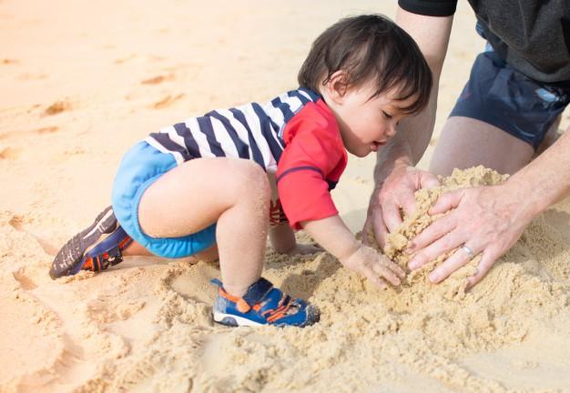 Không ngờ việc cho trẻ ra biển chơi lại có những lợi ích hay ho như thế này theo giải thích của các chuyên gia - Ảnh 4.