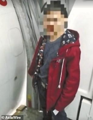 Kiểm tra camera an ninh trên máy bay, cảnh sát lập tức bắt giữ hành khách có hành động mê tín gây nguy hiểm tính mạng của hàng trăm người - Ảnh 3.