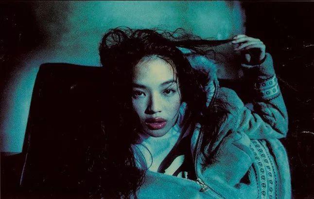 Bộ ảnh tuổi đời 18 năm đầy sexy và hồi tưởng của Thư Kỳ và Ngô Ngạn Tổ gây sốt: HongKong1 là đây chứ đâu! - Ảnh 9.