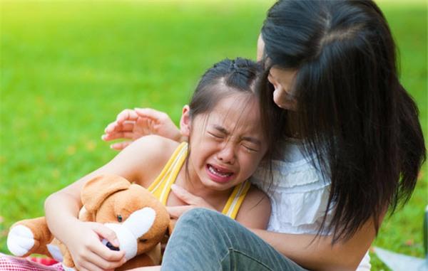"""Những việc mẹ cần lưu ý sau khi sinh thêm em bé để không làm con lớn bị tổn thương và xảy ra """"nội chiến"""" - Ảnh 5."""