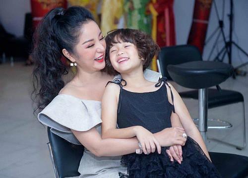 Con gái diễn viên hài Thúy Nga làm điều này cho mẹ sau tai nạn khiến ai cũng trầm trồ: Điều tuyệt vời khi có con gái - Ảnh 3.