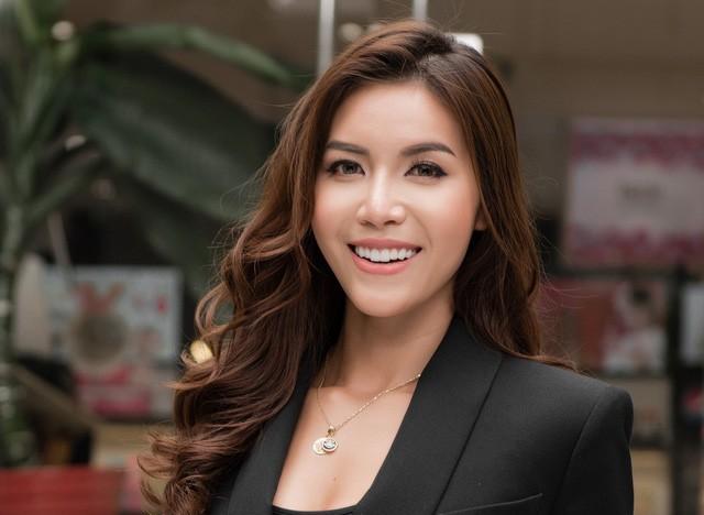 Căn hộ màu trắng đẹp không góc chết của nàng siêu mẫu Việt lọt Top 10 Hoa hậu Siêu quốc gia - Ảnh 1.