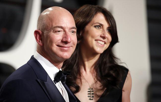 Vợ chồng tỷ phú giàu nhất thế giới chính thức ly hôn: Vợ nhận phần khiêm tốn, chồng đăng đàn biết ơn vợ cũ sâu sắc - Ảnh 1.