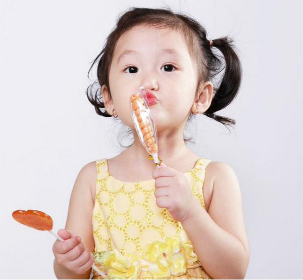 3 loại thực phẩm đã bị các bác sĩ nhi khoa đưa vào danh sách đen, cha mẹ tuyệt đối không cho trẻ dưới 2 tuổi ăn - Ảnh 1.