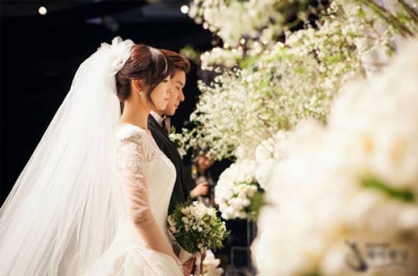 Tiệc cưới còn chưa kết thúc, bố chồng đã ghé vào tai nói một câu khiến tôi tim đập chân run không biết sống thế nào những ngày tháng tới - Ảnh 2.