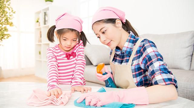 Mách mẹ 7 bí kíp dạy con cách tự dọn dẹp sau khi bày bừa - Ảnh 2.