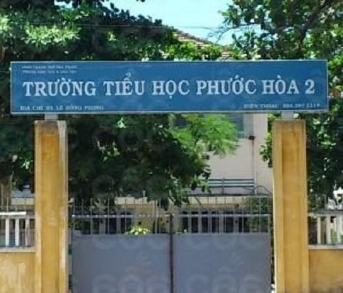 Khánh Hòa: Truy tìm gã đàn ông lạ đột nhập vào nhà vệ sinh trường học định dâm ô bé gái lớp 5 - Ảnh 1.
