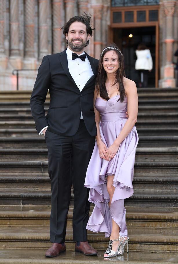 Chạm mặt 2 tình cũ xinh đẹp cùng một lúc khi vợ bầu ở nhà, cách ứng xử khéo léo của Hoàng tử Harry khiến chị em gật gù, cánh mày râu phải học hỏi - Ảnh 2.