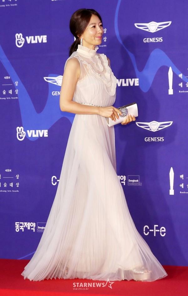 Dàn sao hạng A quyền lực K-biz đổ bộ thảm đỏ Baeksang 2019: Chị đại Kim Hye Soo vẫn là nhất - Ảnh 5.