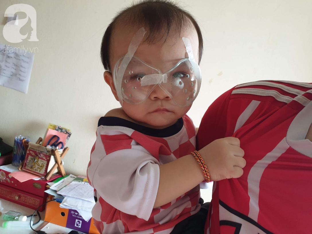 Hi vọng đến với bé trai 15 tháng tuổi bị mù bẩm sinh, mẹ trẻ cúi đầu, ôm con đi tìm ánh sáng - Ảnh 8.