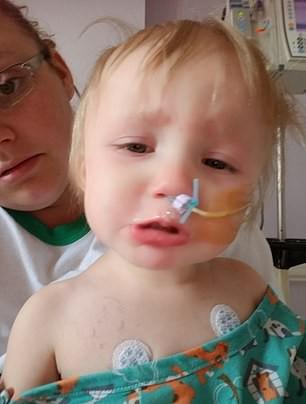 Con gái khóc lóc vật vã và nôn mửa, bố mẹ đưa đi viện liền rụng rời tay chân khi biết thực quản con bị cháy do thứ dị vật quen thuộc này mắc trong đấy - Ảnh 4.