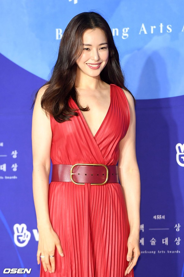 Dàn sao hạng A quyền lực K-biz đổ bộ thảm đỏ Baeksang 2019: Chị đại Kim Hye Soo vẫn là nhất - Ảnh 15.