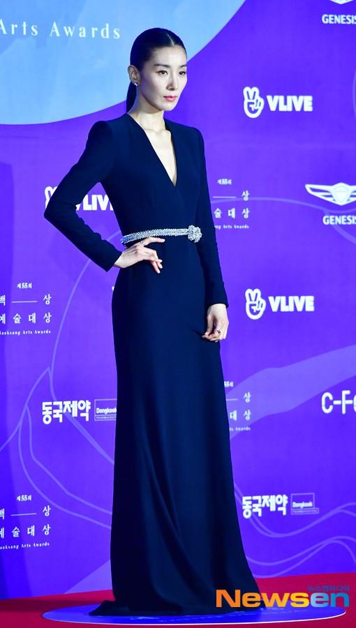 Dàn sao hạng A quyền lực K-biz đổ bộ thảm đỏ Baeksang 2019: Chị đại Kim Hye Soo vẫn là nhất - Ảnh 7.