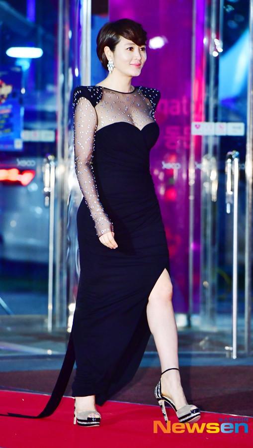 Dàn sao hạng A quyền lực K-biz đổ bộ thảm đỏ Baeksang 2019: Chị đại Kim Hye Soo vẫn là nhất - Ảnh 3.